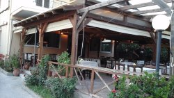 O Nikos Paradosiaki Taverna