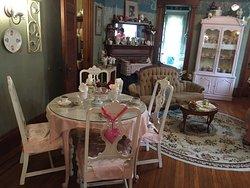 Quintealia's Tea Parlor
