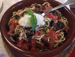 Pastas y espaguetis en el restaurante El Santo en el casco antiguo de Calpe (Costa Blanca -