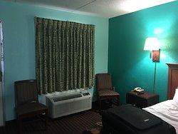 Uptown Motor Inn