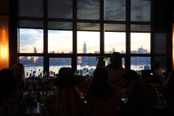 店内からのマンハッタンの眺め