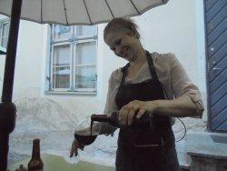 Deesi expertly poring a beer.