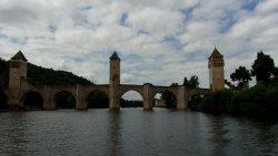 le pont valentré vu du bateau