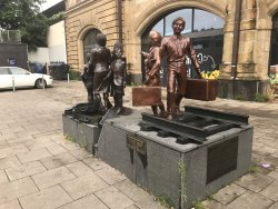 ‪Denkmal Kindertransport‬
