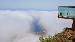 Trouée nuageuse donnant sur la côte.