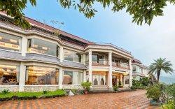 Hill-Top Yi-Lan Restaurant