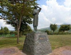 Kaitaku no Haha Statue