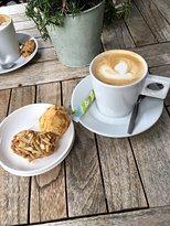 Leut koffiebar & Logies