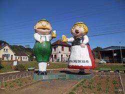 Monumento Bonecos Fritz e Frida