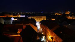 グラデツ地区の高台からの夜景。右上の四角い建物がウェスティン ザグレブ