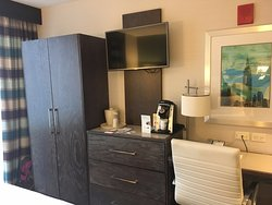 tea/coffee facilities and wardrobe & drawers & desk area & tv