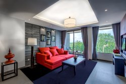 Hill View Suite - Contemporary & Open Living Area