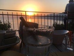 Il tramonto gustando un buon aperitivo