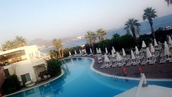 All these photos show the surroundings of Paloma pasha. Very nice views from our lunch and the T