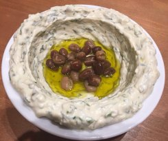 الطعام في كرم بيروت يعكس ثقافة تذوق الطعام اللبناني حيث ان التقييم الايجابي للمطعم يدل على تألق
