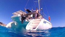 Catamarano Alien Boat Tours