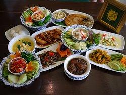 One Chun Cafe and Restaurant