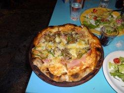 πίτσα με ζαμπόν και μανιτάρια