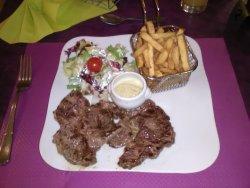 Entrecôte-frites-salade(viande trop mince et dure).