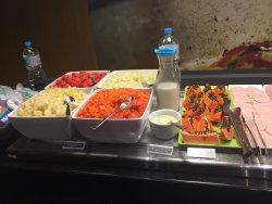 Um pouco do café da manhã e jantar do Ibis Guarulhos