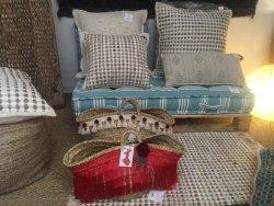 Des tapis, des bijoux, des sacs, des paniers ... uniques & hyper originaux. C'est LA boutique de