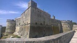 Visuale esterna del castello di Acaya, vista dalla strada principale