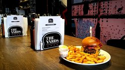 The Yards Chicago Bar & Burgers
