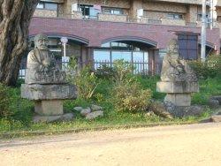 Jurokurakan Statues