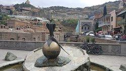 Памятник-фонтан Сокол и фазан
