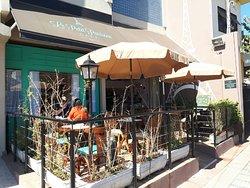 Le Petit Parisien Cafe