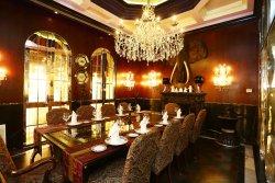 La Boheme Magic Restaurant