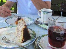 Der Kuchen bleibt im Teller nicht lange :)