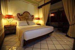 福緹諾那波里昂義科酒店