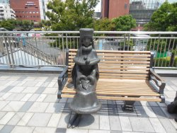 Maetel and Tetsuro Statues
