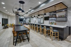 H BAR & Dining Area