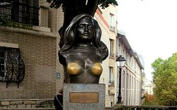 Dalida Statue