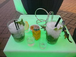 Los Brothers Lounge Bar