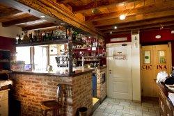 Il bar che dalle 7.30 alle 10.30 serve colazioni e prepara uno squisito caffè agli avventori.