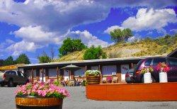 Blonquist Motel