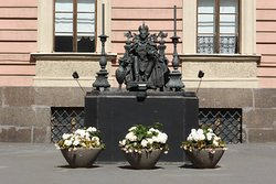 Pavel Pervy Monument
