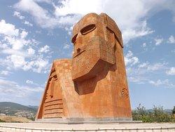 """Скульптура """"Мы — наши горы"""" (""""Дед и баба"""")"""