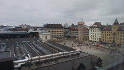 可以看到下面的火車站廣場