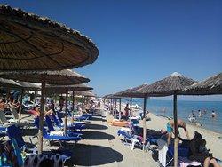 Отличный отель на самом берегу моря