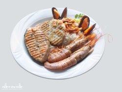 MAR ROSSO: delicati filetti di pesce, frutti di mare, gamberi argentini accompagnati da riso Bas