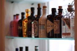 Mittlerweile stehen über 70 Sorten Gin zu Auswahl.