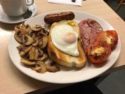 Heerlijk full English breakfast, zeer vriendelijk personeel