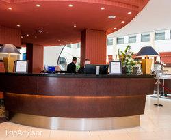 Front Desk at the Steigenberger Hotel de Saxe
