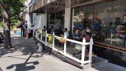 Baker Street sidewalk cafe