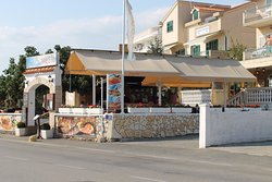 Вид на ресторан с улицы Artina