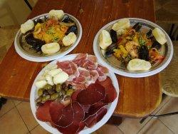 Paella alla valenciana con tagliere misto di salumi